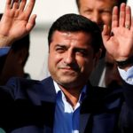 El líder encarcelado del partido prokurdo de Turquía dejará el cargo