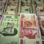 El peso mexicano se deprecia 0,27 % frente al dólar