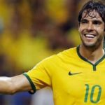Kaká dice que aceptó invitación del Barcelona por comentarios de Ronaldinho