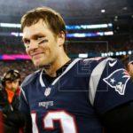 Patriots entrenan y Tom Brady cuida al máximo su mano derecha lesionada