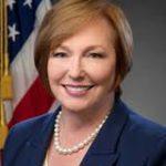 Directora de organismo sanitario de EEUU renuncia por invertir en tabacalera