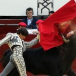 El peruano Roca Rey corta dos orejas y sale a hombros en Querétaro