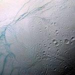NASA muestra fotografía de Encélado, luna de Saturno