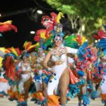 Miles de personas celebran el principal desfile del carnaval uruguayo