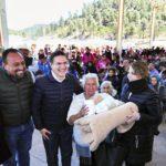 Entregan Aispuro y Sra. Elvira más de 3 mil apoyos invernales en la Rosilla