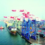 Autoridades marítimas de Shanghái controlan derrame de un barco en el puerto