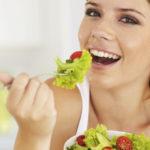 Comer lento sí tendría impacto en bajar de peso, señala estudio en Japón
