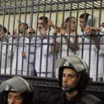 Condenan a 24 egipcios a cadena perpetua y penas de cárcel por terrorismo