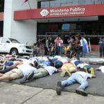 Emoción y condena en homenaje de oposición a joven muerto en asalto policial