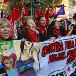Miles de personas marchan en Chile en el Día Internacional de la Mujer