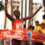 La keniana Nganga gana por tercera vez la carrera nocturna del Golfo
