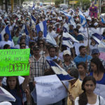 """Campesinos de Nicaragua viajan a Managua al grito de """"¡Que se vaya Daniel!"""""""