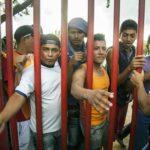 Ya hay un muro fronterizo y la gente lo sigue brincando, dice migrante