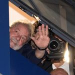 Lula sale del sindicato para asistir a misa por su esposa