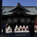 Más de 70 parlamentarios japoneses visitan polémico santuario de Yasukuni