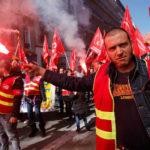 Los ferroviarios franceses mantienen la presión contra Macron