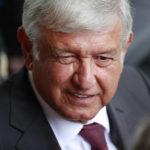 López Obrador dice que revisará proyecto del nuevo aeropuerto en lugar de cancelarlo