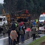 Choque entre autobús policial y camión deja 14 carabineros heridos en Chile