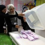 El partido islamista conservador Ennahda se atribuye la victoria en Túnez