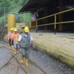 Investigan retención de 21 técnicos inspectores minería ilegal en sur Ecuador