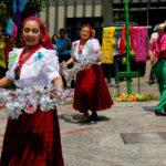 "Salvadoreños celebran Ascensión de Cristo con tradicional ""pelea de toros"""