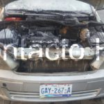 Se incendia Chevrolet Astra y por poco se destruye en su totalidad; llegaron los bomberos