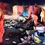 Arde terreno con materiales reciclables en Jardines de Cancún
