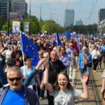 Miles de personas toman el centro de Varsovia para protestar contra Gobierno