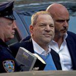 Weinstein acusado formalmente de violación y otros delitos sexuales