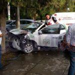 Taxista lesionado y cuantiosos daños en aparatoso choque sobre Calzada Normal