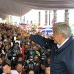 López Obrador reitera promesa de bajar sueldos a funcionarios