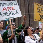 Decenas de personas reclaman en Florida reunificación familiar de inmigrantes