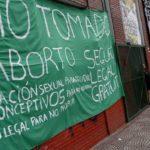 Estudiantes ocupan escuelas de Buenos Aires para pedir legalización de aborto