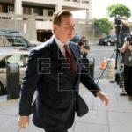 Jueza envía a prisión al exjefe de campaña de Trump tras contactar testigos