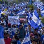 Comités Azul y Blanco por la paz recorren por Managua para pedir organización