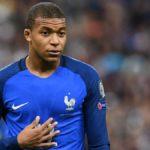 Mbappé abandona el entrenamiento de Francia tras un choque con Rami