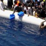 Guardacostas libios interceptan una embarcación precaria con 25 migrantes