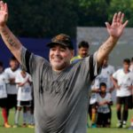 Maradona es sometido a procedimiento ambulatorio de rodillas en Colombia