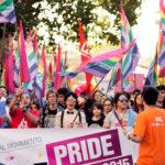 Organizaciones LGBTI iluminan el Congreso de Guatemala para exigir derechos