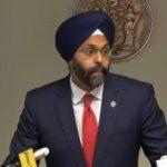 Suspenden dos locutores por comentarios contra fiscal general de Nueva Jersey