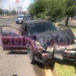 Se estrelló contra un árbol en el bulevar Francisco Villa y resultó policontundido