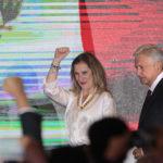 Una periodista alejada de la política será la primera dama de México