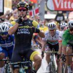Groenewegem repite en Amiens, Van Avermaet mantiene el maillot amarillo