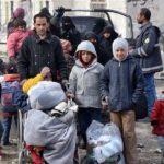 Miles de desplazados huyen de zona controlada por terroristas en este sirio
