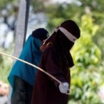 Azotan 84 veces en público a dos indonesios por sodomía