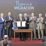 Chile tiene derecho de expulsar a inmigrantes con antecedentes, dice ministro