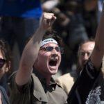 Cientos de personas rechazan en San Diego la política migratoria de Trump
