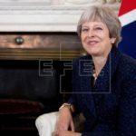 La dimisión de dos ministros abre una nueva crisis en el Gobierno de May