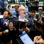 Las opiniones de Trump no hacen mella en Wall Street pero sí en las divisas