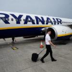 Los tripulantes de cabina de Ryanair presentan su primera carta de demandas